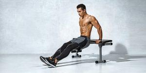 ejercicio de tríceps con banco de musculación